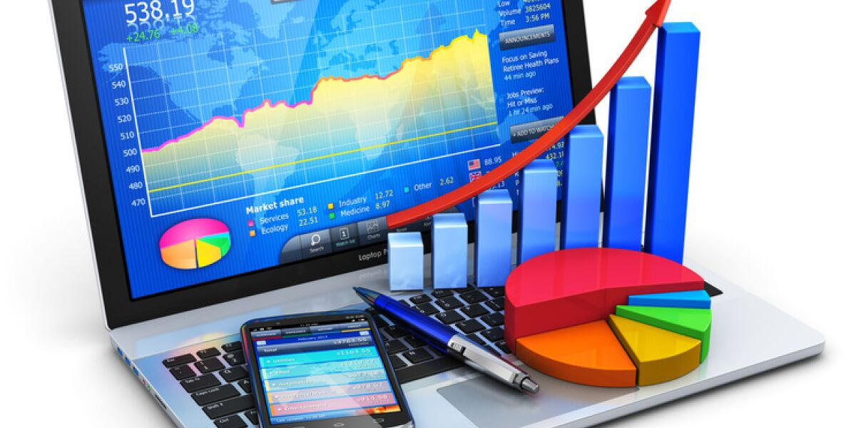 Laptop mit Handy und Statistiken