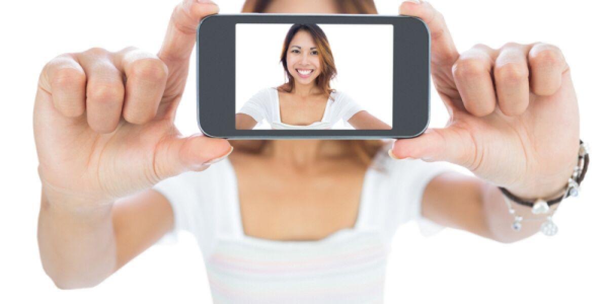 Frau macht ein Selfie