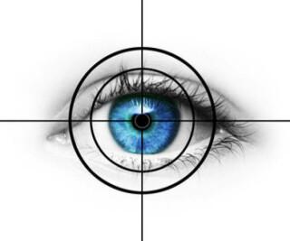 Augen mit einer Zielscheibe davor