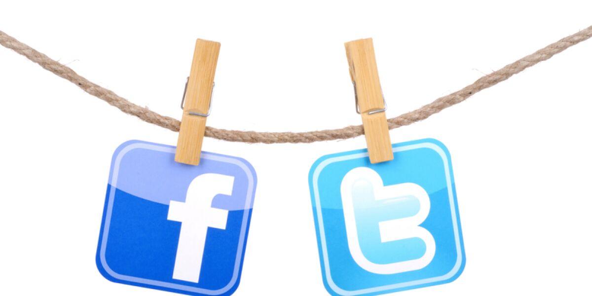 Facebook und Twitter Logo an der Wäscheleine
