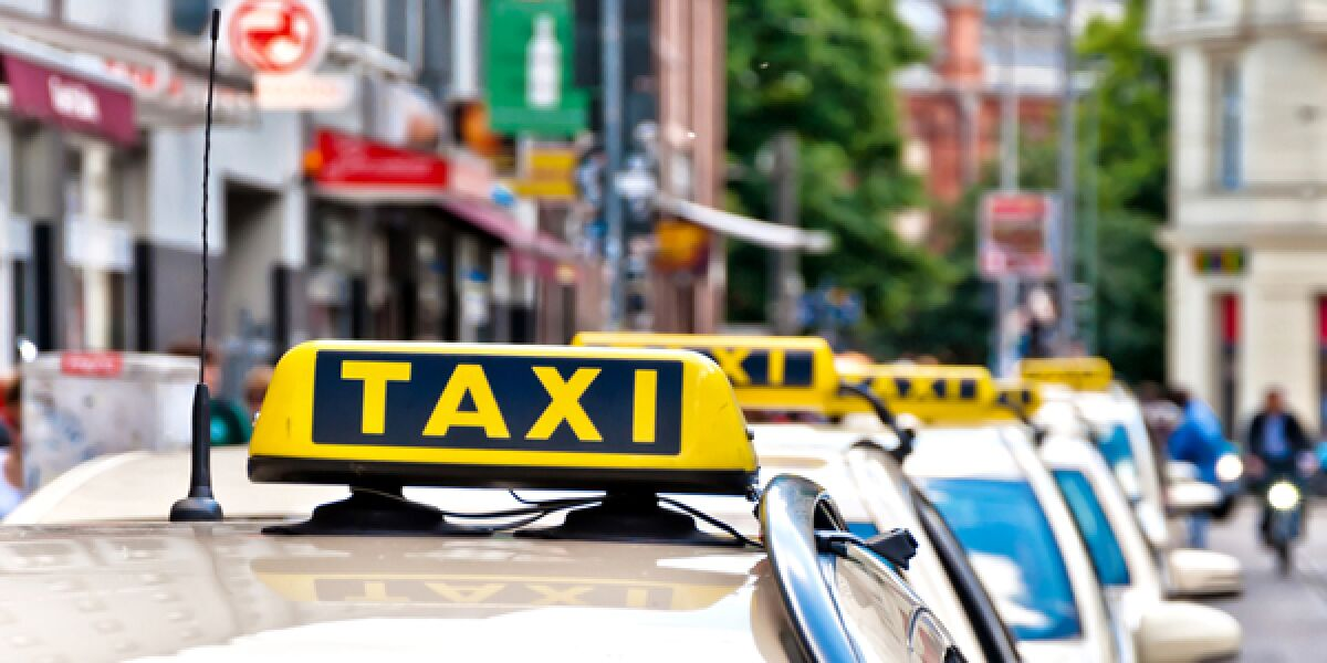 Taxis in einer Schlange