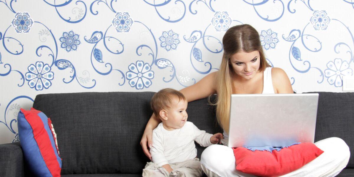 Berufstätige Mutter mit Kind