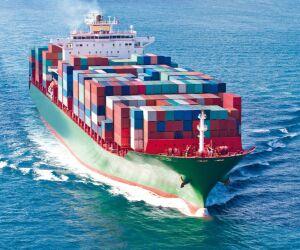 Container-Schff auf dem Meer