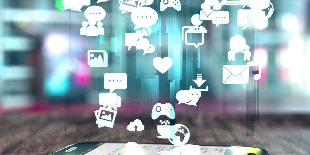 Apps fliegen in ein Smartphone