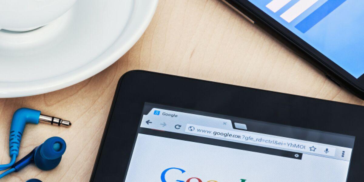 Google und Facebook auf Smartphone