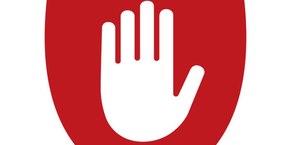 Hand auf Stopschild