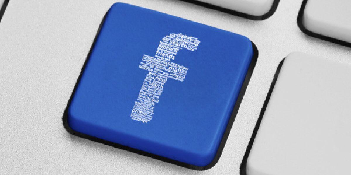 Facebook Button auf einer Computertastatur