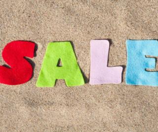 Sale in bunten Buchstaben
