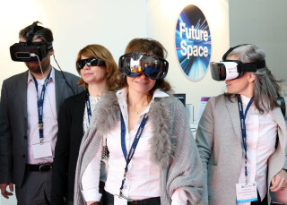 Virtual Reality angeschaut mit Datenbrillen