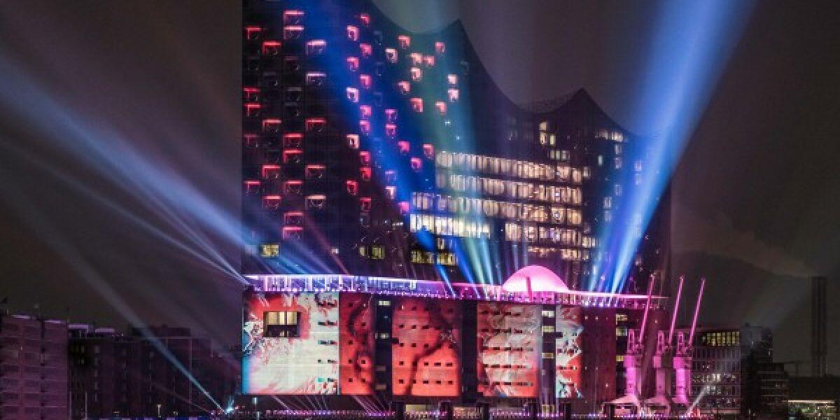 Die Lichtershow während der Eröffnung der Elbphilharmonie
