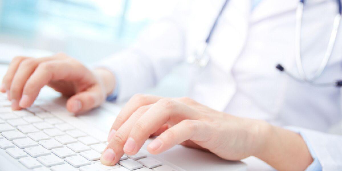 Arzt-am-Computer