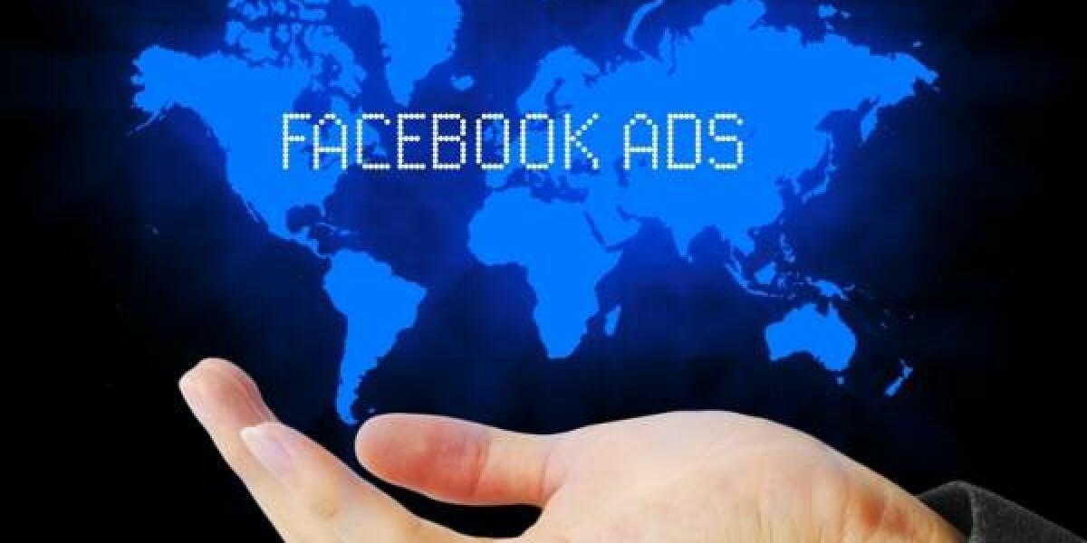 Facebook Ads Hand Weltkarte