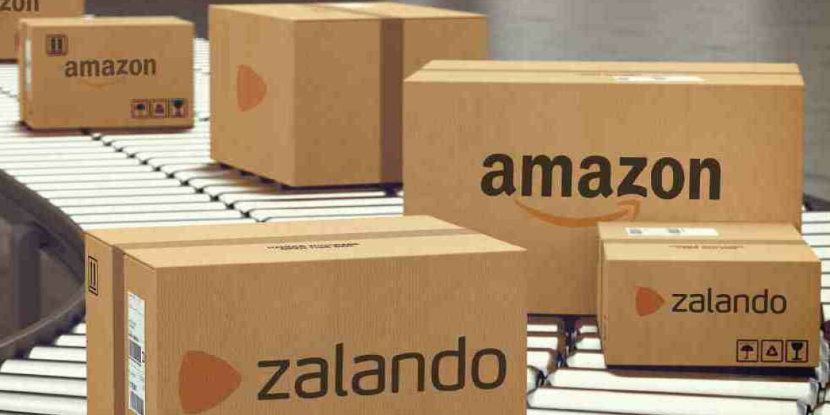 Zalando Amazon Fulfillment Pakete auf Förderband Logistik