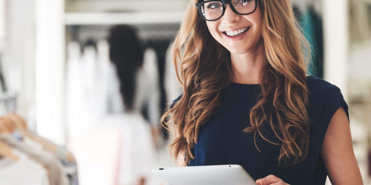 Business-Frau Tablet Kleider Shop