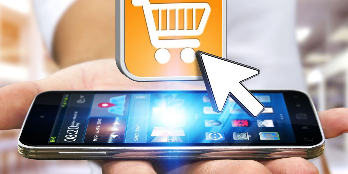 Mobile shop shopping smartphone auf hand mit Einkaufswagen symbol