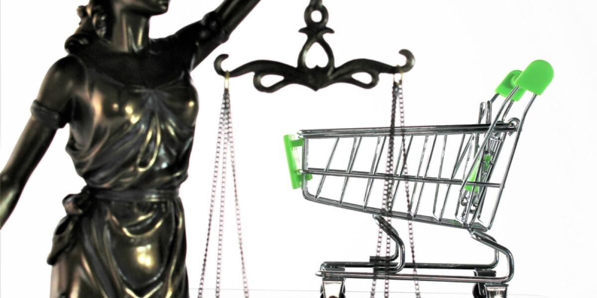 Einkaufswagen und Justitia