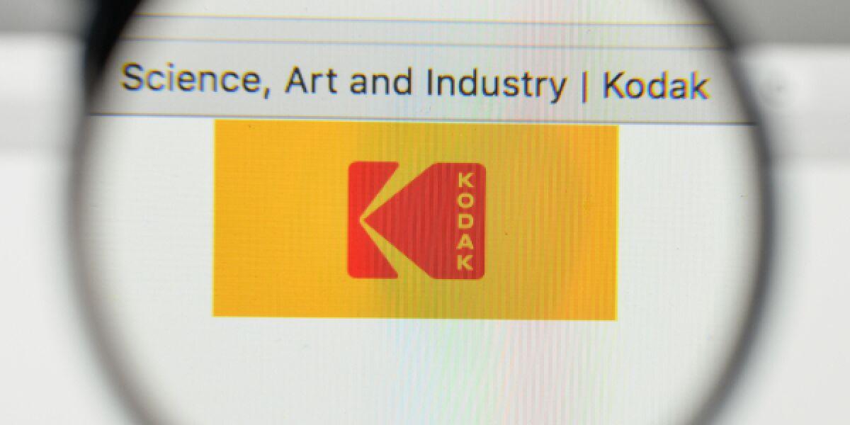 Kodak Logo durch eine Lupe