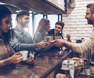 Leute trinken Kaffee