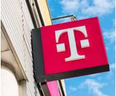 Telekom-Schild an Hauswand