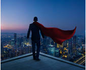 Businessman mit Cape und Stadt im Hintergrund