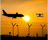 Flugzeug und Drohne