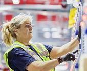 DHL Lagerarbeiterin Onlinehandel