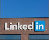 LinkedIn-Logo an einer Hauswand