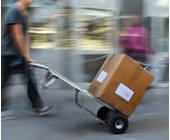 Hermes liefert Paket aus