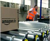 Amazon-Paket jagt durch ein Logistik-Zentrum