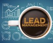 Lead Management Schriftzug Tasse