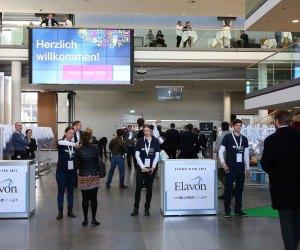 Besucher auf der Internet World Messe 2015