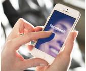 Frauengesicht spiegelt sich in Smartphone