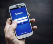 Smartphone mit Facebook-Interface