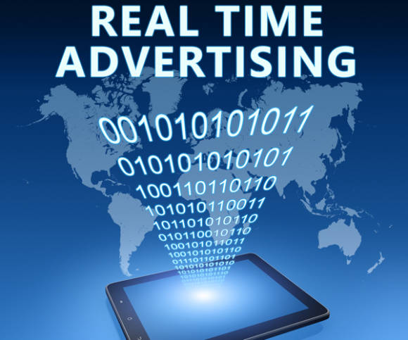 Computer mit Real Time Advertising-Schrift