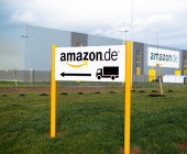Amazon-Hinweisschild-mit Lkw