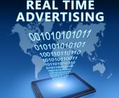 Real-Time-Advertising-vor-Weltkarte-und-Tablet