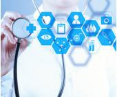 Arzt mit virtuellen Daten