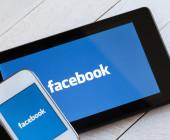 Tablet und Smartphone mit facebook