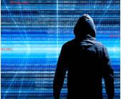 Mann mit schwarzer Kapuze im Datenstrom