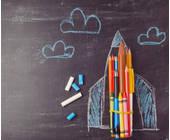 Rakete mit Kreide auf Tafel gemalt