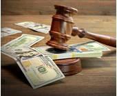 Gerichtshammer mit Geld