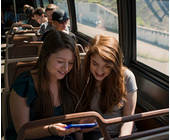 Mädchen im Bus hören Musik