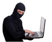 Hackerin mit Laptop Cybercrime Sicherheit