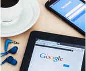 Kaffeetasse mit Tablet und Handy