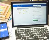 Facebook auf Laptop und Smartphone