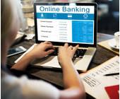 Online-Banking-Rechner-Schreibtisch_Nutzerin