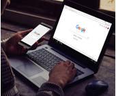 Google auf dem Laptop und dem Smartphone